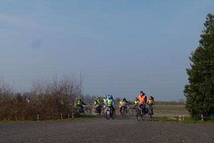 Schoolkinderen op weg naar Noorder Poort