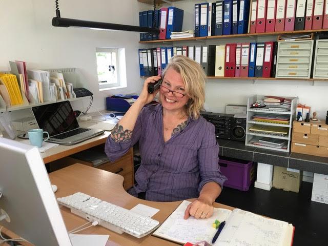 Trudy Prins in het kantoor van Noorder Poort